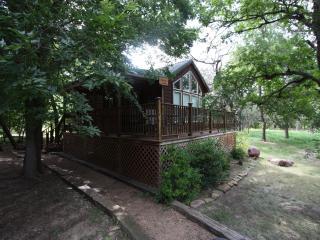 Mendelbaum Winery - Peach Guest Cabin - Fredericksburg vacation rentals