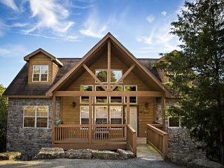 Top of the 9th-Hit a hole-in-one by staying in this 4 bed, 4 bath lodge! - Branson West vacation rentals