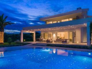 Spacious Ultra-Modern Villa Red Land on the Beachfront with Pool & Patio - Kastela vacation rentals