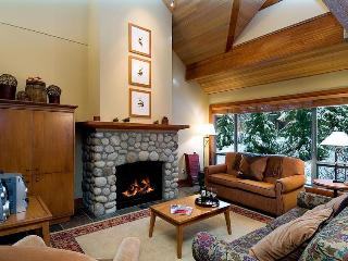 3 bd 3 bth Townhome Great Location w/ Private Hot Tub, Computer - Whistler vacation rentals
