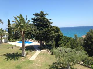 SEA VIEW TOWNHOUSE WITH POOL - Miami Platja vacation rentals