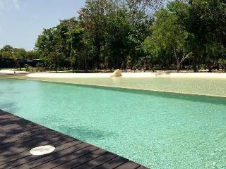 Romantic 1 BDR beside the Golf Course & Sea!*PROMO - Playa del Carmen vacation rentals