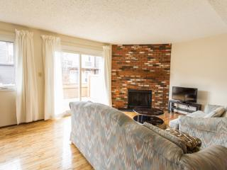 3 bedroom townhouse in southwest Edmonton - Edmonton vacation rentals