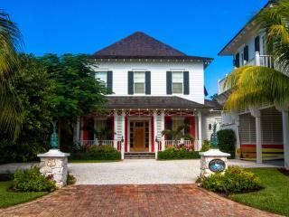 Stunning 6 bedrm home on canal w/ pool & golf cart - Nassau vacation rentals
