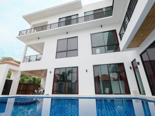 Brand New 4 Bedroom Villa – Raw39 - Coral Island (Koh Hae) vacation rentals
