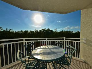 GRAND BAHAMA SUITE #106 - 2/2 Condo w/ Pool & Hot Tub - Near Smathers Beach - Key West vacation rentals