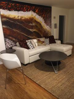 Weho Modern 2 Bdrm 2ba-sleeps 7-wifi-hdtv-a/c-prkg - Los Angeles vacation rentals