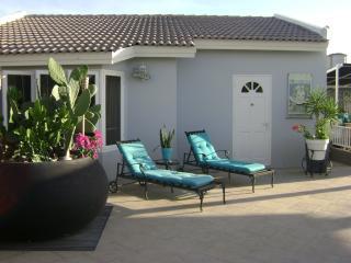 PALM BEACH, The Guest House Modern World - Aruba vacation rentals