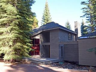 Almanor West LAKEFRONT with Dock & Buoy - Greenville vacation rentals