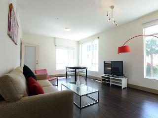 Gorgeous 2 bedroom 2 bath apartment in the heart of Hollywood - Hollywood vacation rentals