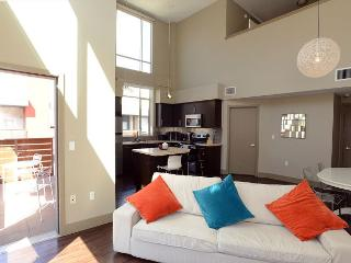 Gorgeous 1 Bedroom plus loft sleeps up to 6 - Hollywood vacation rentals