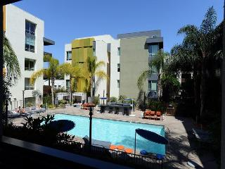 Luxurious One Bedroom Apartment in the Heart of Hollywood - Hollywood vacation rentals