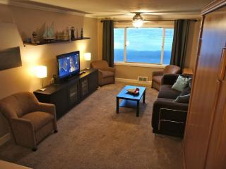 The Beachelor Pad - Condo with Wi-Fi, Roku, Pool! - Lincoln City vacation rentals