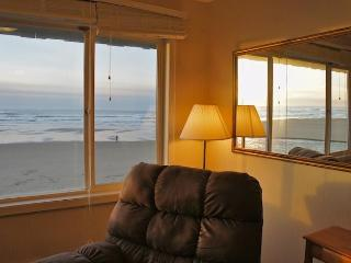 Return of the Jetty - Cozy condo with fireplace! - Lincoln City vacation rentals