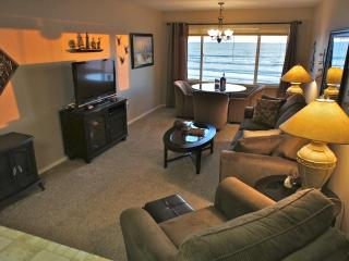 Shore Thing - Stunning oceanfront condo. Sleeps 4 - Lincoln City vacation rentals