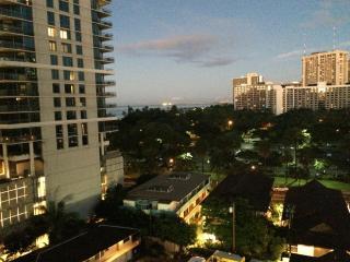 Waikiki Penthouse - 5 min to Waikiki Beach - Honolulu vacation rentals