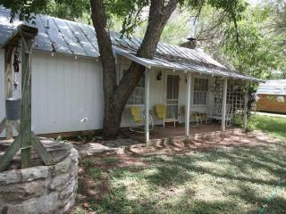 Carolyn's Cottage - Fredericksburg vacation rentals