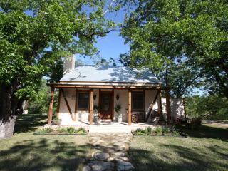 Guesthouse 2 blocks off Main Street - Dragonfly - Fredericksburg vacation rentals