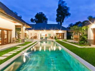 6 Bedrooms - Villa Alore - Central Seminyak - Bali vacation rentals