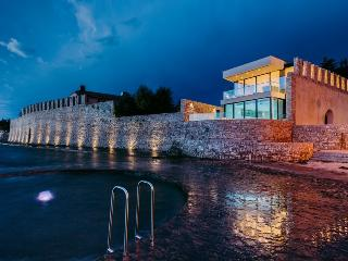 5 Star Villa, Indoor/Outdoor Pool, Spa, On The Sea - Tar-Vabriga vacation rentals