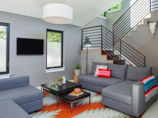 SPECIAL: Moderna Downtown Austin 3BR UT / ACL / F1 - Austin vacation rentals