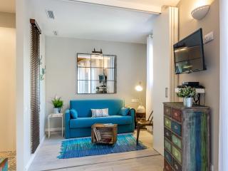 Vintage Suite Principal with Balcony (1BR) - Barcelona vacation rentals