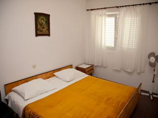 Mimi 6 - Apartment for 4 (2+2) with air conditioning, Wi-Fi, 30m away from the center and sea - Novalja vacation rentals