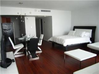 DECO BEACH 12- South Beach Studio on the Beach, Balcony, Pool, Pkg - Miami Beach vacation rentals