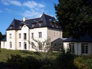 Stunning country house in Brittany with 8 bedrooms, modern appliances and private garden - Saint-Malo vacation rentals