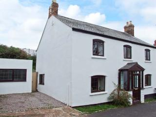 ORCHARD LEA, en-suite facilities, WiFi, indoor hot tub, garden with furniture, Ref 28550 - Herefordshire vacation rentals