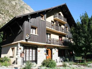 Catered or Self-catered chalet close to Les Deux Alpes gondola and Alpe d'Huez - Le Bourg-d'Oisans vacation rentals