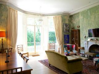 http://www.aplacelikehome.co.uk/l269-onslow-gardens-south-kensington-bqxeogpxf.aspx - London vacation rentals
