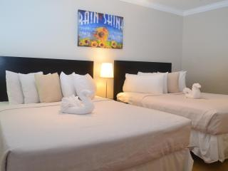 CLOSE TO BEACH! 1 BDRM, 1 BATH, SLEEPS 6! - Fort Lauderdale vacation rentals