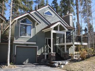 Desirable Yet Affordable In-Town Location, Huge Views, Sleeps 10, Great Rates with Hot Tub! - Breckenridge vacation rentals