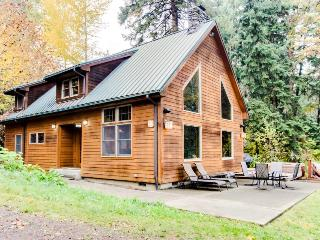 Secluded, pet-friendly river cabin on 1.3 acres & a hot tub! - Parkdale vacation rentals