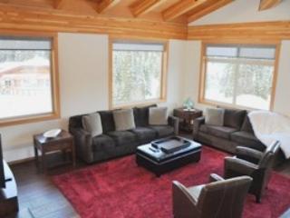 Livingroom - Kookaburra Village Center - 402 - Sun Peaks - rentals