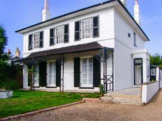 BURY VLLA, hot tub, WiFi, en-suites, grand Grade II listed cottage in Gosport, Ref. 916960 - Gosport vacation rentals
