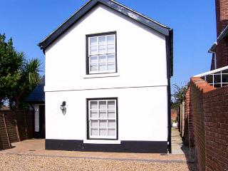 COACH HOUSE, en-suites, WiFi, sociable open plan accommodation in Gosport, Ref. 916965 - Ryde vacation rentals