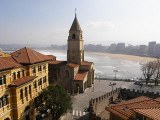 Penthouse Just In Front Of The Cantabric Sea - Oviedo vacation rentals