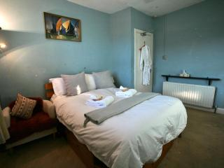LATHeart of London by Soho Sleep 7 - London vacation rentals