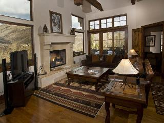A beautiful and stunning vacation home in Vail nestled in the Highland Meadows neighborhood. - Minturn vacation rentals