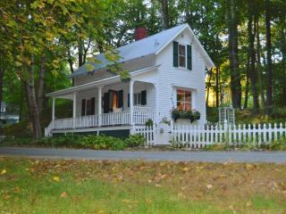 Plymouth's Historic 1920 Doll House - a Tiny House - Holderness vacation rentals