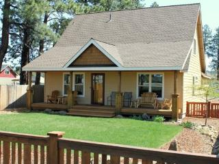Prime Sisters Location 3 bedroom with hot tub - Sisters vacation rentals