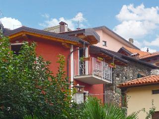 IL CASTELLACCIO - Rezzonico vacation rentals