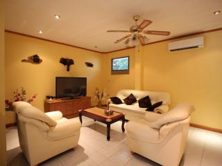 Lovely 3 Bedroom Villa at Pratumnak-New Nordic 09 - Pattaya vacation rentals