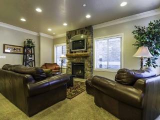 Snowbasin View Huntsville Condo | Luxury 4 Bedroom | Lakeside Unit 43 - Huntsville vacation rentals