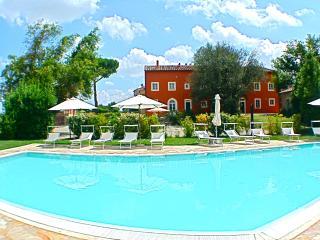 Borgo di Libbiano (Giambologna) - Peccioli vacation rentals