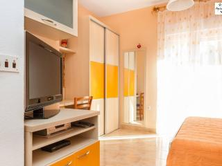 Beautiful new and modern apartment in Split - Krilo Jesenice vacation rentals