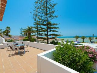 3 BEDROOM VILLA WITH SEA VIEW, FOR 6 ADULTS AND 2 CHILDREN, 50M FROM THE BEACH - ALBUFEIRA - REF. GB - Algarve vacation rentals