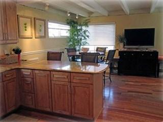 Kitchen ZLooking to Living Room - Seal Beach 3 Bedroom, 21/2 bath apartment #139 - Seal Beach - rentals
